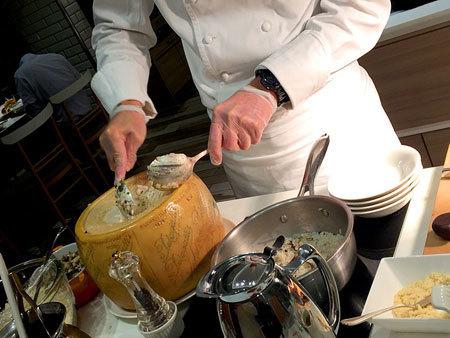 ホテル日航福岡 カフェレストラン セリーナ:ペラガッティーノチーズで和えるトリュフと福岡産きのこのリゾット