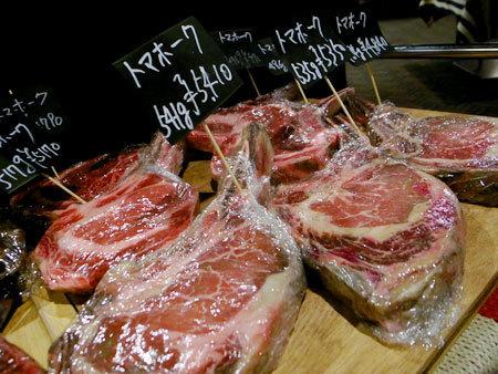 シカゴステーキ オーロラ:熟成肉たち