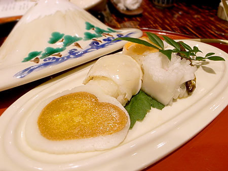 日本料理てら岡 中洲本店:河豚と海老の手毬寿司
