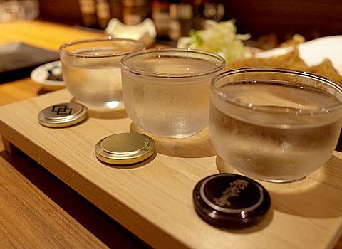 酒と餃子と舌心:日本酒三種飲み比べ