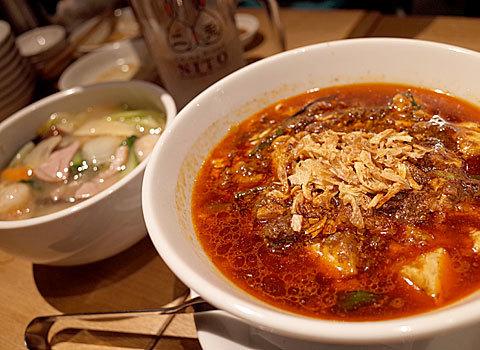 チャイナスタンド 二兎(ニト):しびれ麻婆麺、五目あんかけ焼きそば