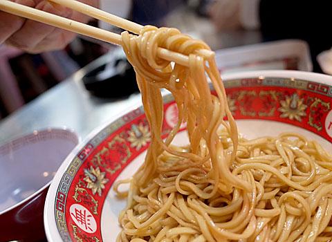台風大飯店:台湾の汁なしまぜソバ 拌麺